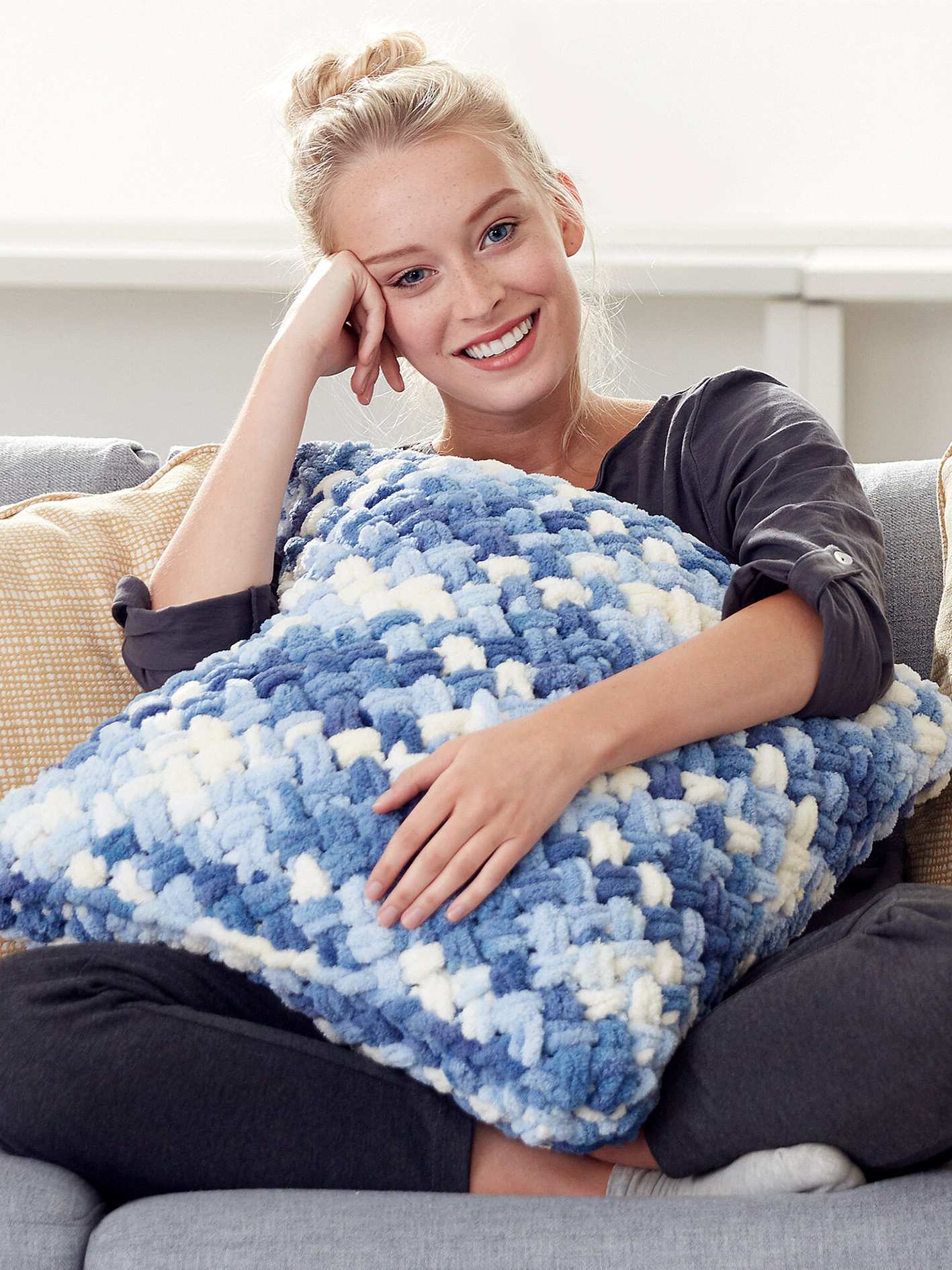 crochet-pillow-you-want-to-make-your-house-so-elegant-30-new-decor-crochet-pillow-ideas-new-2019